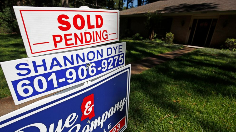 US pending home sales up 1.1% in May