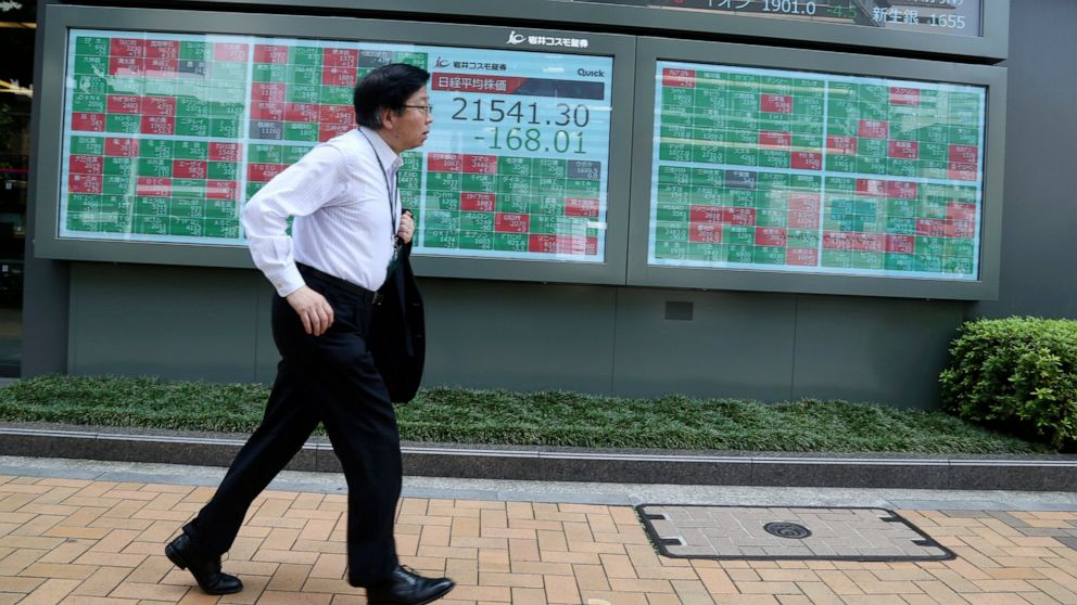 Asian shares fall as markets look to US Fed rate decision