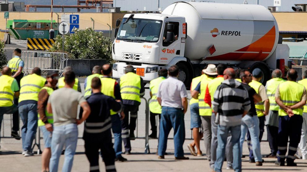 Portuguese truckers plan new strike, risking gas supplies