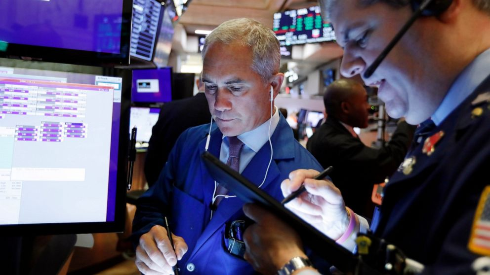 US stocks stall as oil slides, investors get defensive