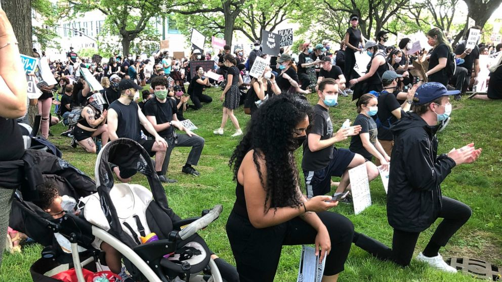 How messaging technology is helping fuel global protests
