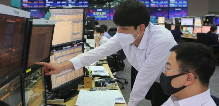 Shares mixed in Asia as China-US tensions cast shadow