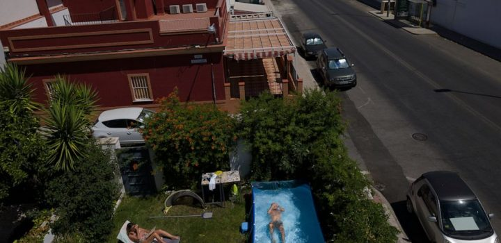 AP PHOTOS: Splash! Virus spawns portable pool fad in Spain