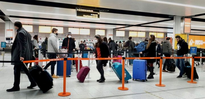 US to require negative COVID-19 test from UK travelers