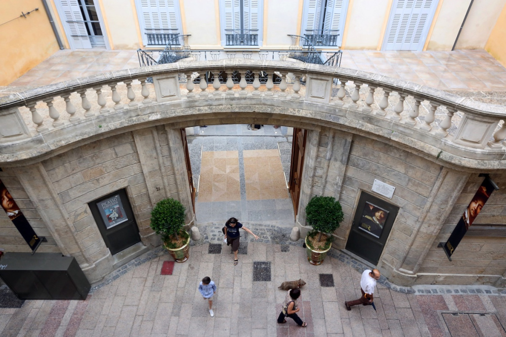French Mayor Opens His City's Museums, Defying National Guidelines – ARTnews.com