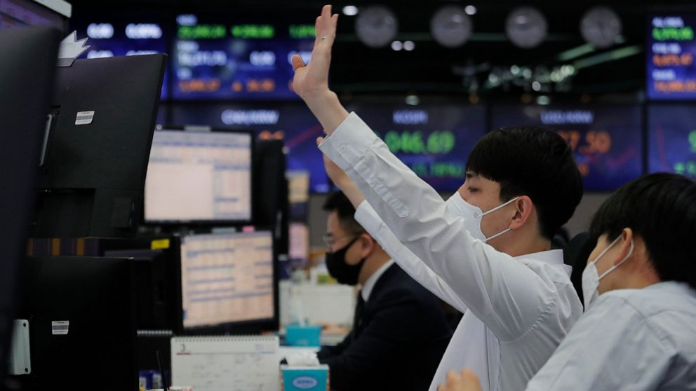 Stocks trade mixed as investors wait for remarks from Powell