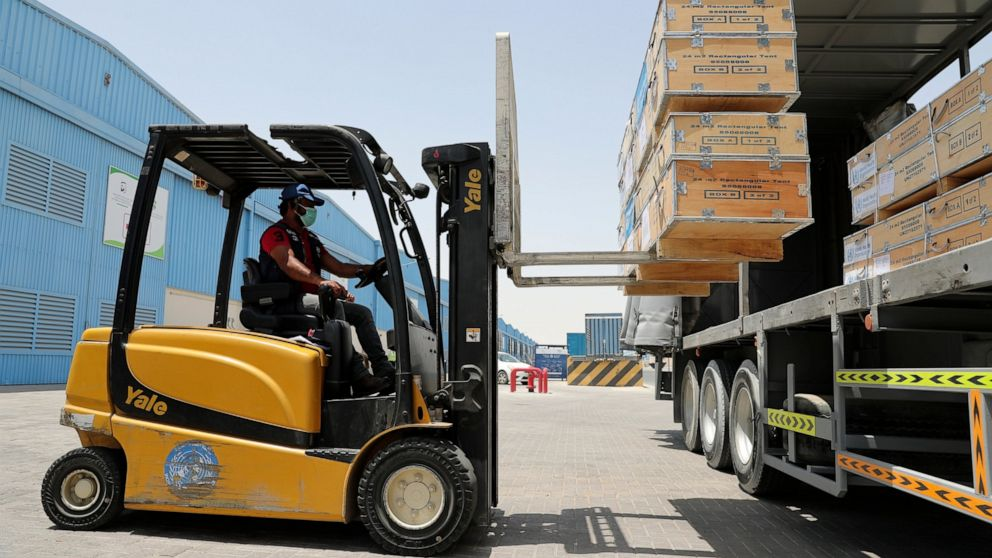 Long-haul carrier Emirates to ship aid for free into India