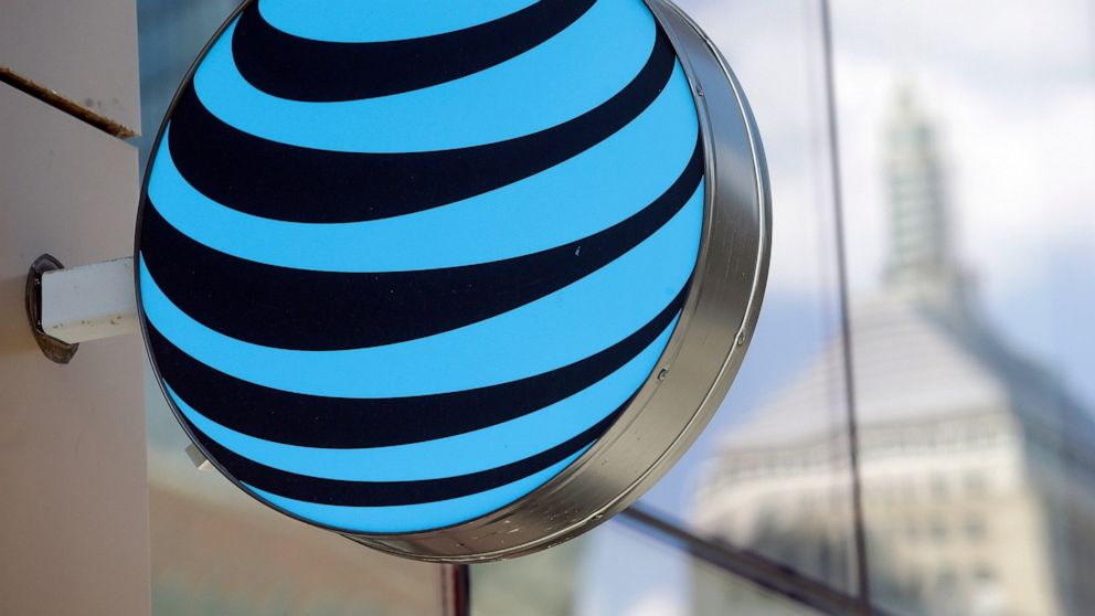 AT&T to require vaccines for 90,000 of its union workers