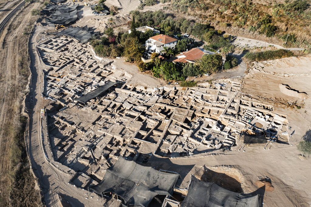 Archaeologists Unearth Massive Winemaking Complex—and More Art News – ARTnews.com