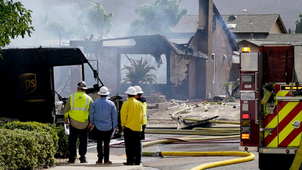 At least 2 dead in California plane crash that burned homes