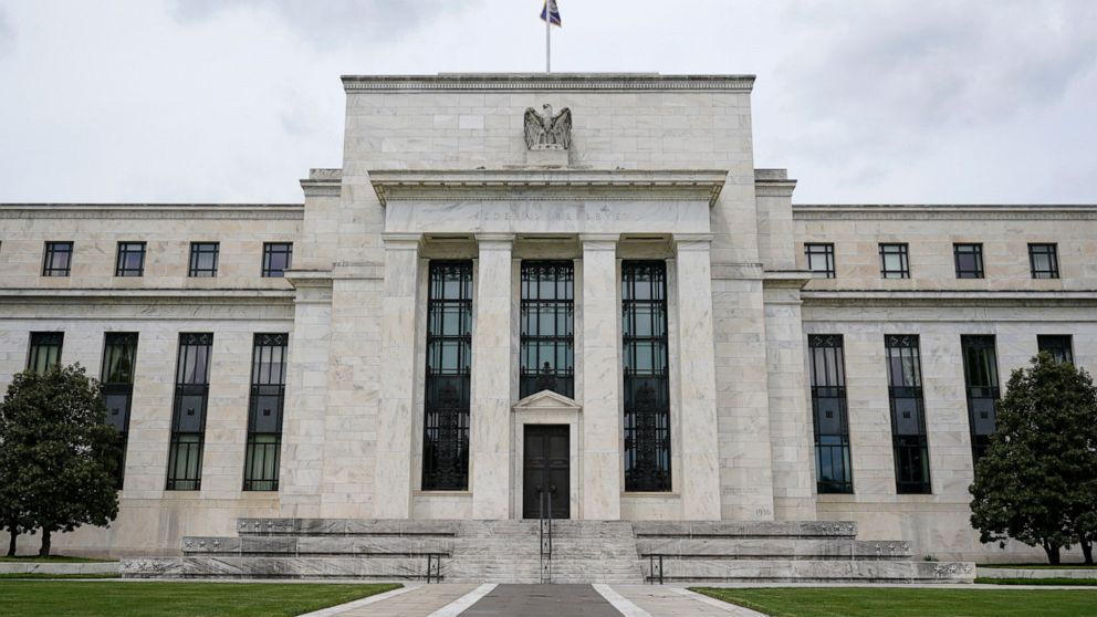 Fed watchdog to investigate officials' financial trades